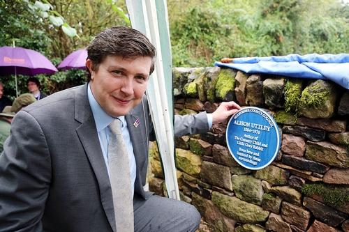 Councillor Lewer unveils the plaque at Castle Top Farm.