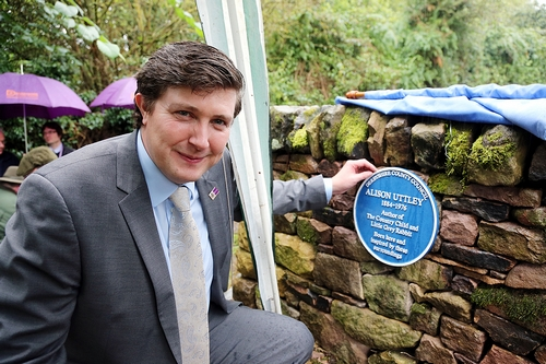 Councillor Lewer unveils the plaque at Castle Top Farm.